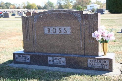 Tombstone of Mason Daisy and Eleanor Ross