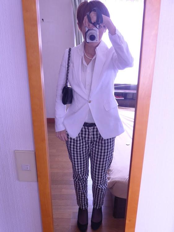 長男の卒業式でした。  フォーマルをあまり持っていないので、手持ちの服の組み合わせで何とかしかいました。    本日、すべてユニクロです♪リネンジャケットは昨年買ったもの。