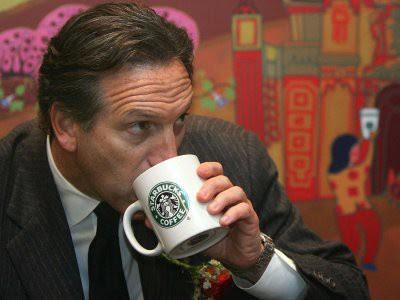 Ông chủ của Starbucks lớn lên trong khu ổ chuột
