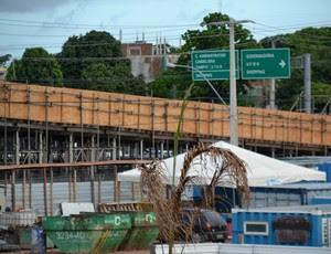 Obra de mobilidade urbana na BR-101, em Natal, ao lado da Arena das Dunas (Foto: Jocaff Souza)