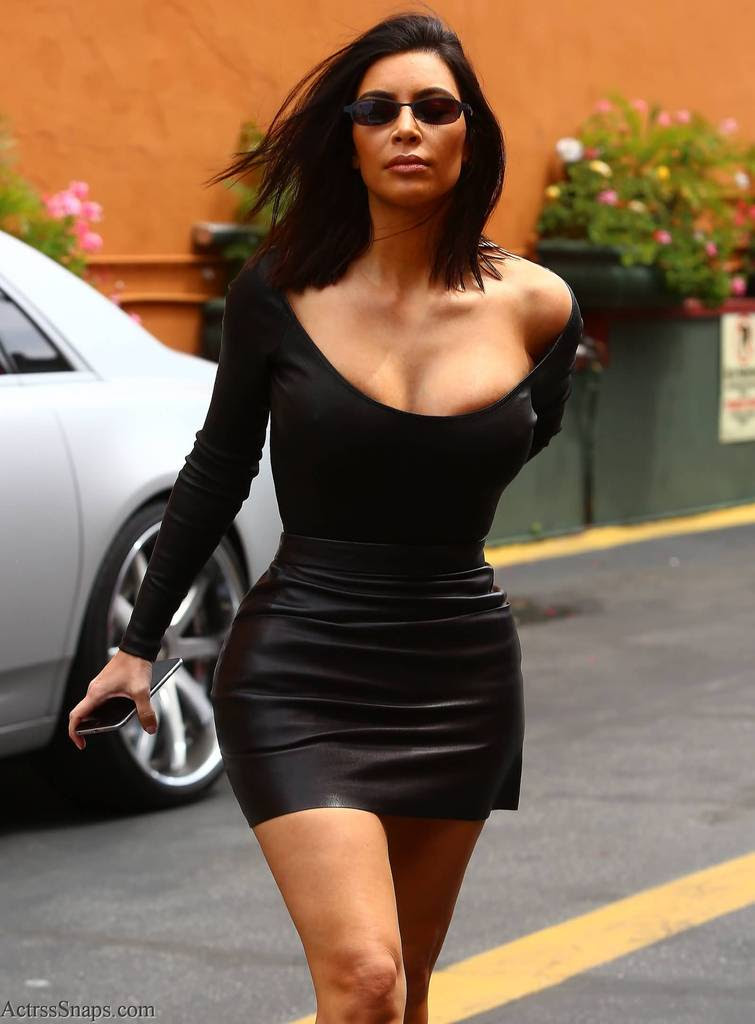 Sexy Kim Kardashian Pictures Arriving to Studio