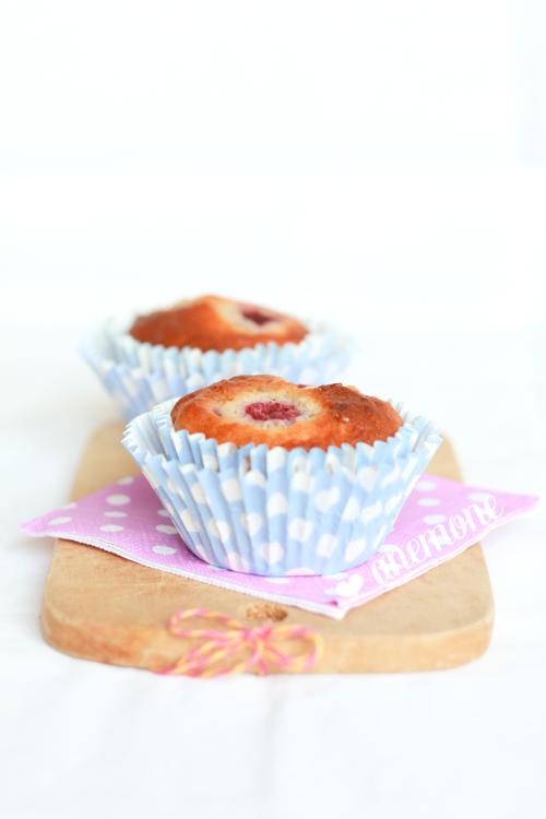 Muffins al rabarbaro, lamponi e mandorle