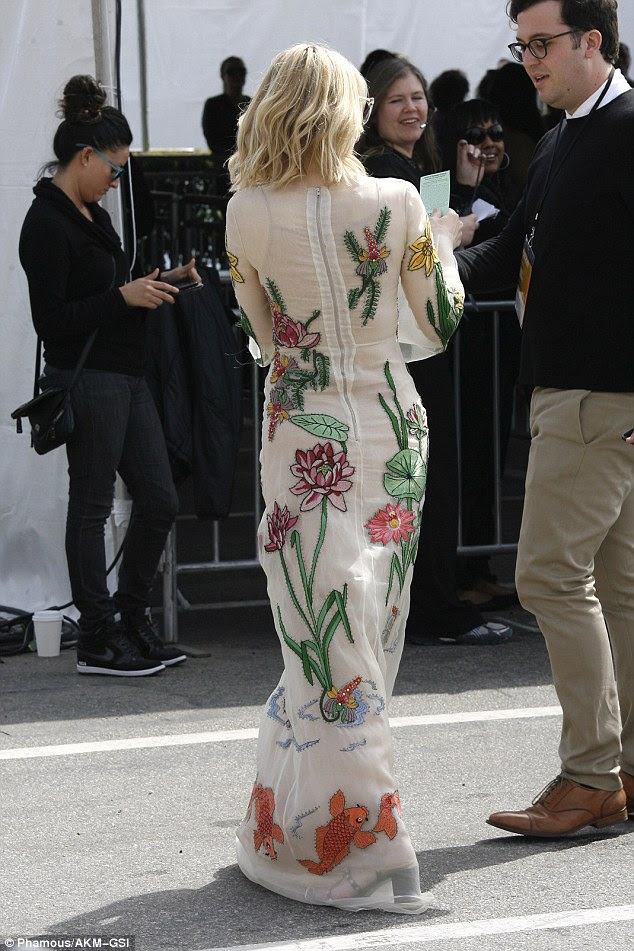 Making her entrance: Cate was seen speaking to an assistant on arrival