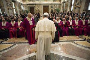 Papa Francesco all'inagurazione dell'anno giudiziario della Sacra Rota, il 23 gennaio 2015. Le fotografie di questo servizio sono dell'agenzia Reuters.