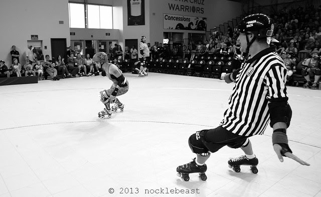 killahertz is not lead jammer. he's not even pointing at the lead jammer!