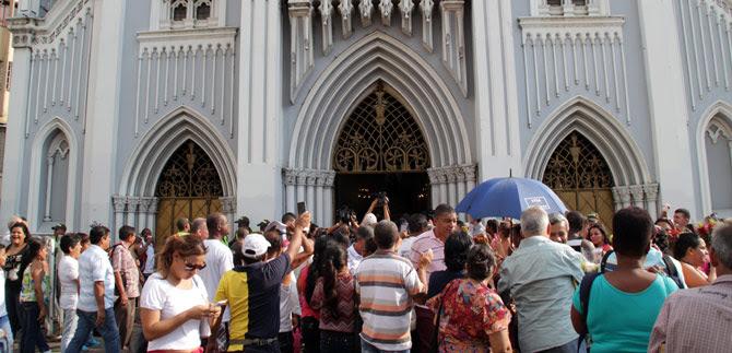 Alcaldía y comunidad del jarillón dialogan después del desalojo de la Iglesia La Ermita