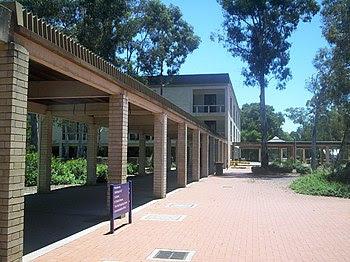 English: University of Canberra