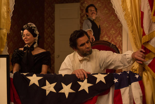 """Billy Campbell, center, plays Abraham Lincoln in the National Geographic Channel's docudrama """"Killing Lincoln."""""""