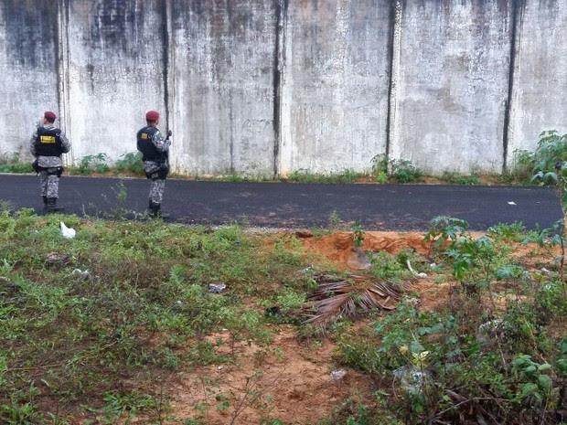 Túnel foi encontrado nesta segunda-feira (23) pela Força Nacional (Foto: Fred Carvalho/G1)