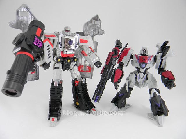 Transformer Cybertronian Megatron Generations Deluxe - modo robot vs Henkei