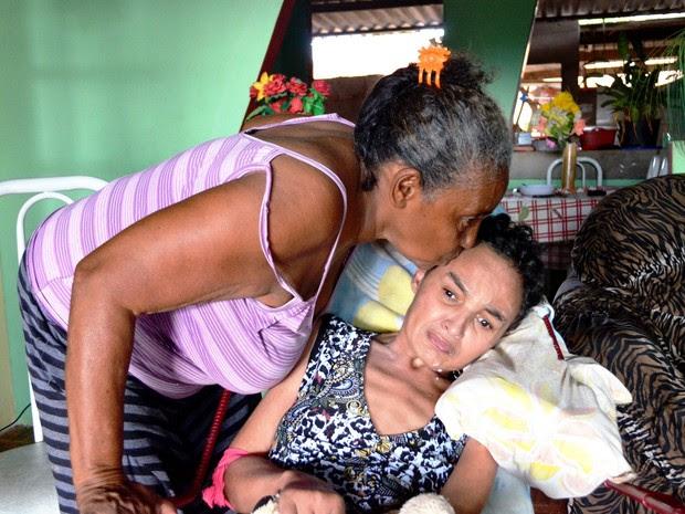 Dona de casa adota cadeirante (Foto: Rayssa Natani/G1)