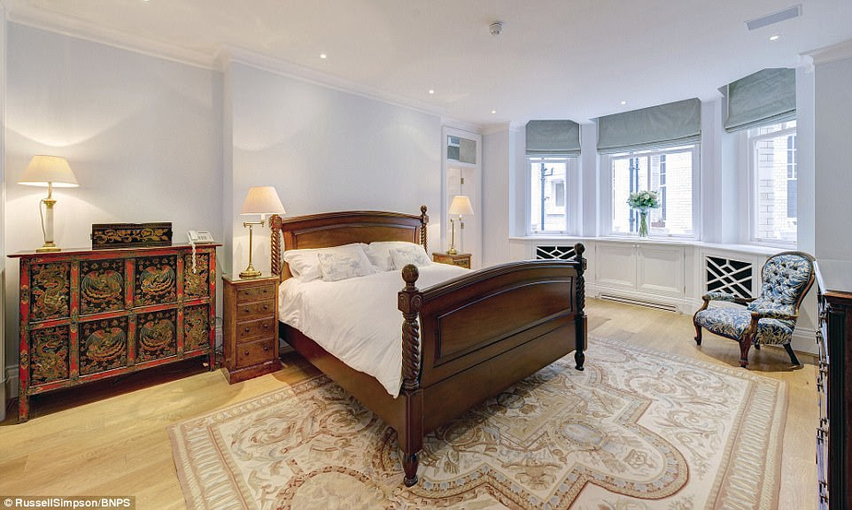 Work on the Grade II listed building, which is next                to the Royal Albert Hall, began in 1890, the year before                Carter left for Egypt. Above is one of the five bedrooms                in the property