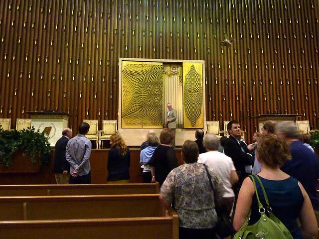 P1000311-2011-09-22-APC-Sacred-Spaces-Tour-Ahavath-Achim-Synagogue-opening-Aron-HaKodesh