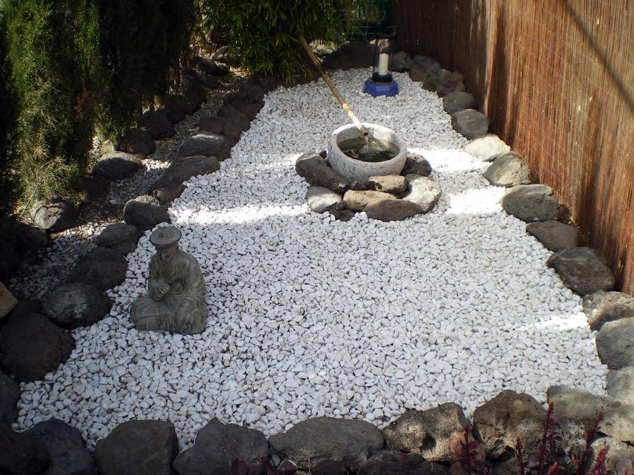 Piedras decorativas en el jard n for Piedras de jardin decorativas