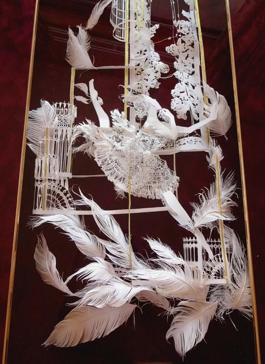 紙1枚で出来てます立体切り絵アーティストの作品が繊細で美しい画像