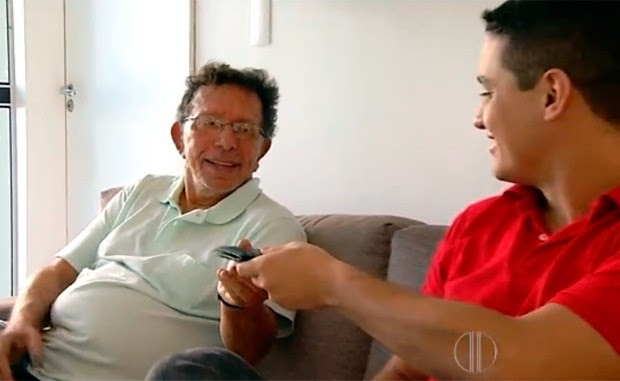 Hélio Andrade encontrou a carteira e a devolveu ao estudante de engenharia Gabriel Freire (Foto: Reprodução/Inter TV Cabugi)