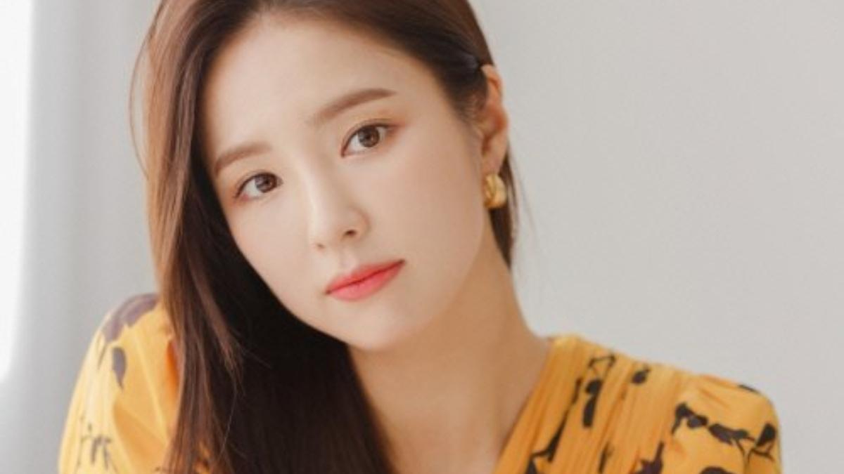 6 Selebriti Korea Ini Punya Tipe Ideal yang Tidak Biasa | Tenasia