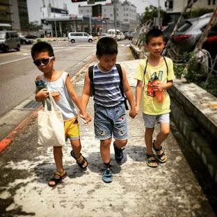 協助於固定時段至學校接送孩子到恩朵。