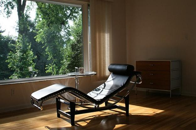 Chaise Longue Chairs Bring Both Modern and Contemporary Style