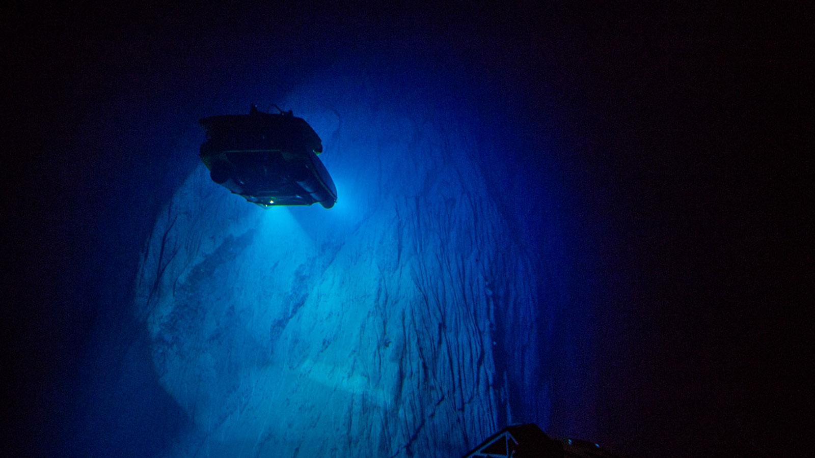 Ein Bild, das dunkel, verschwommen, Licht enthält.  Automatisch generierte Beschreibung