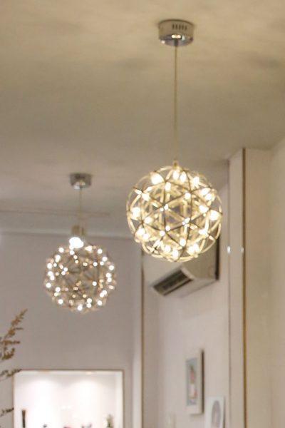 Mẫu đèn trái cầu dùng để trang trí quán cà phê