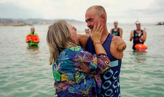 Armless man swims through the Mediterranean and inspires the whole world