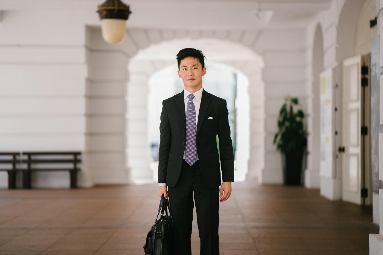 Um curso de pós-graduação em MBA é focado em business