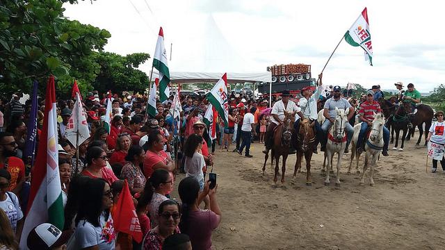Manifestação começou com carreata em direção à cidade - Créditos: Rani de Mendonça