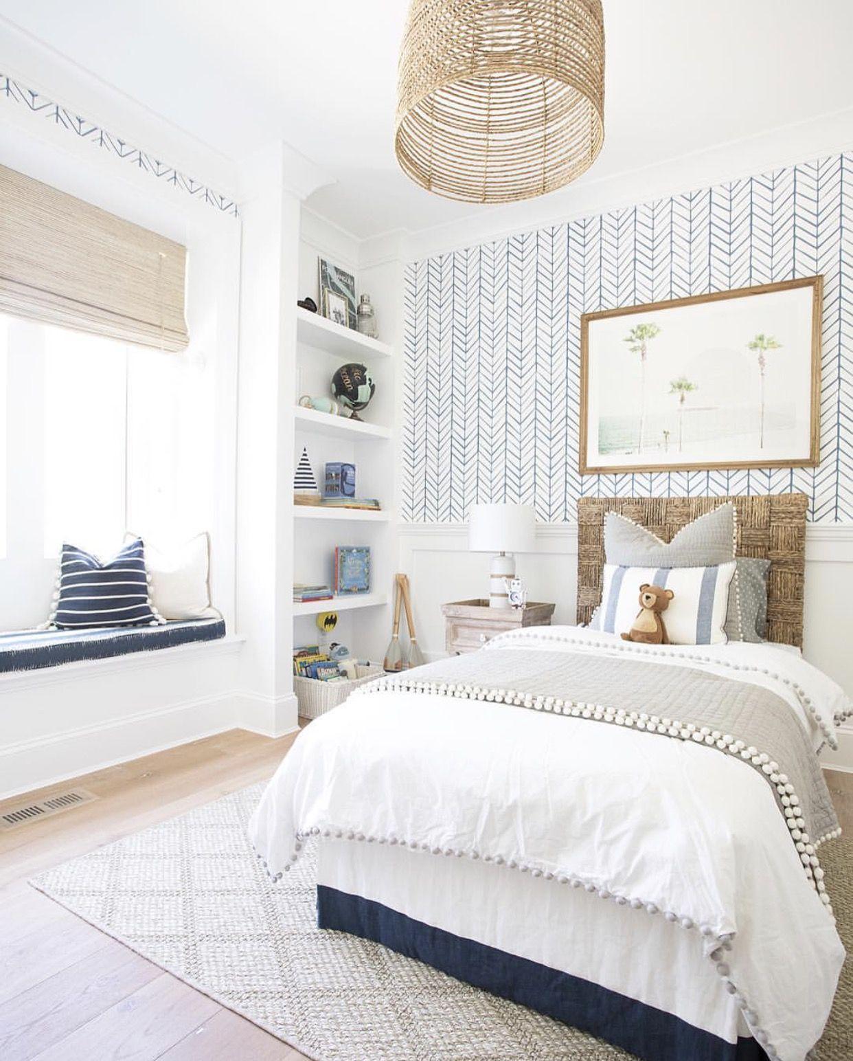 Phòng ngủ nhỏ với giường đơn