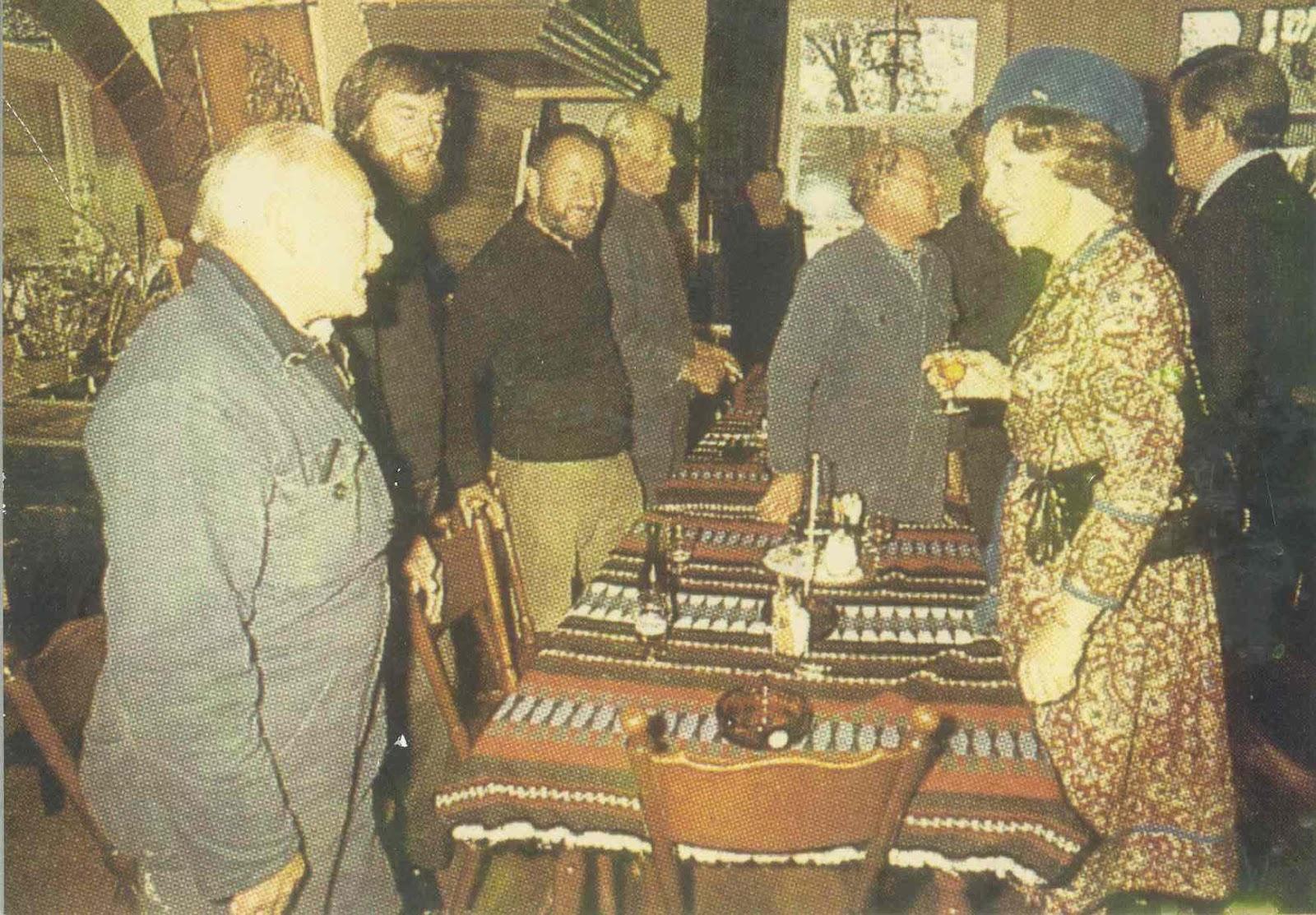 Koningin Beatrix brengt een bezoek aan de reddingboot
