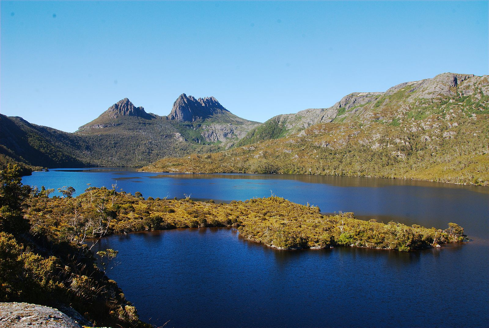 1600px-Dove_Lake_and_Cradle_Mountain.jpg
