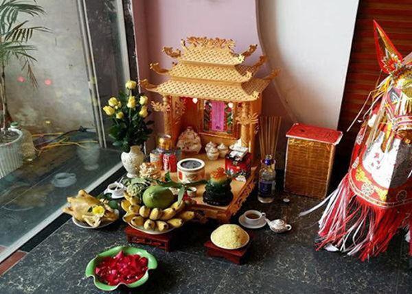 Vì sao bàn thờ Thần Tài – Thổ Địa lại hay bày tỏi?
