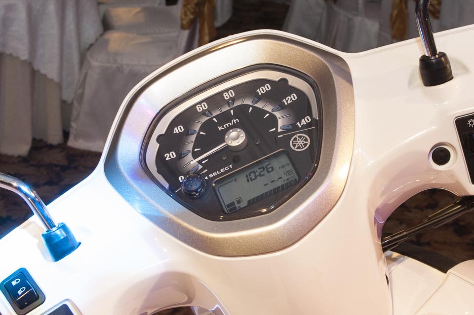 Đồng hồ Yamaha Nozza 2011.jpg
