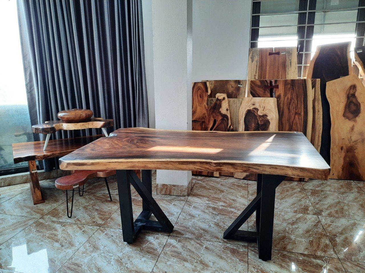 Quy trình tạo ra bàn gỗ me tây giá rẻ tại Ruby Home hiện đại, phong cách