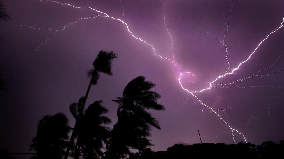 Lightning kills more than 100 in northern India - BBC News
