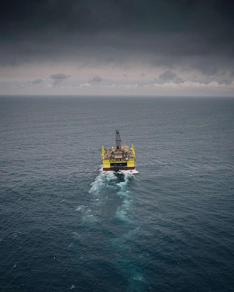 COSL Prospector Arrives in New Zealand. © Greenpeace / Geoff Reid