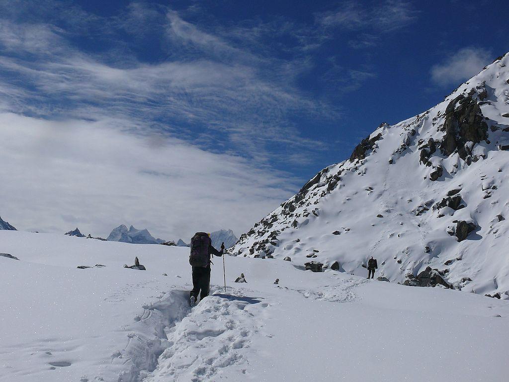 Trekkers_near_Toujung_Pokhari_second_lake.jpg