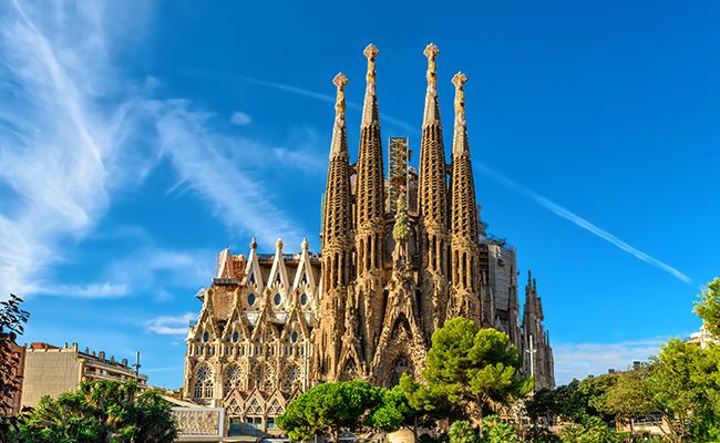 スペインのサグラダファミリアは2026年に完成予定!行くなら今?|エアトリ