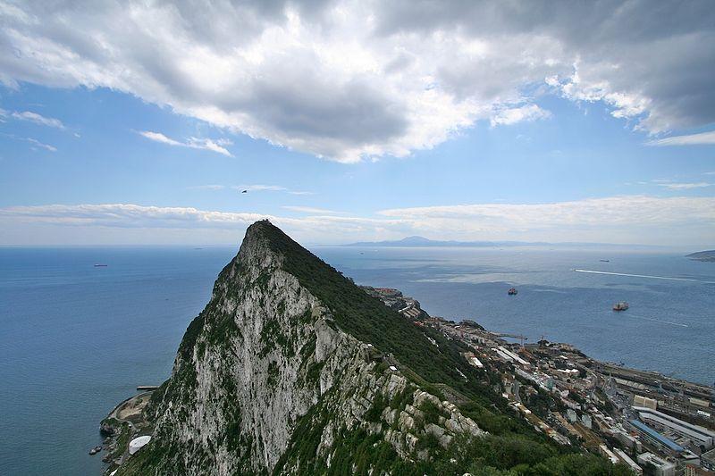 D:\Старый ПК\Тексты2\Мои рисунки\Геркулесовы столбы — Гибралтарская скала (на переднем плане) и горы Северной Африки (на заднем).jpg