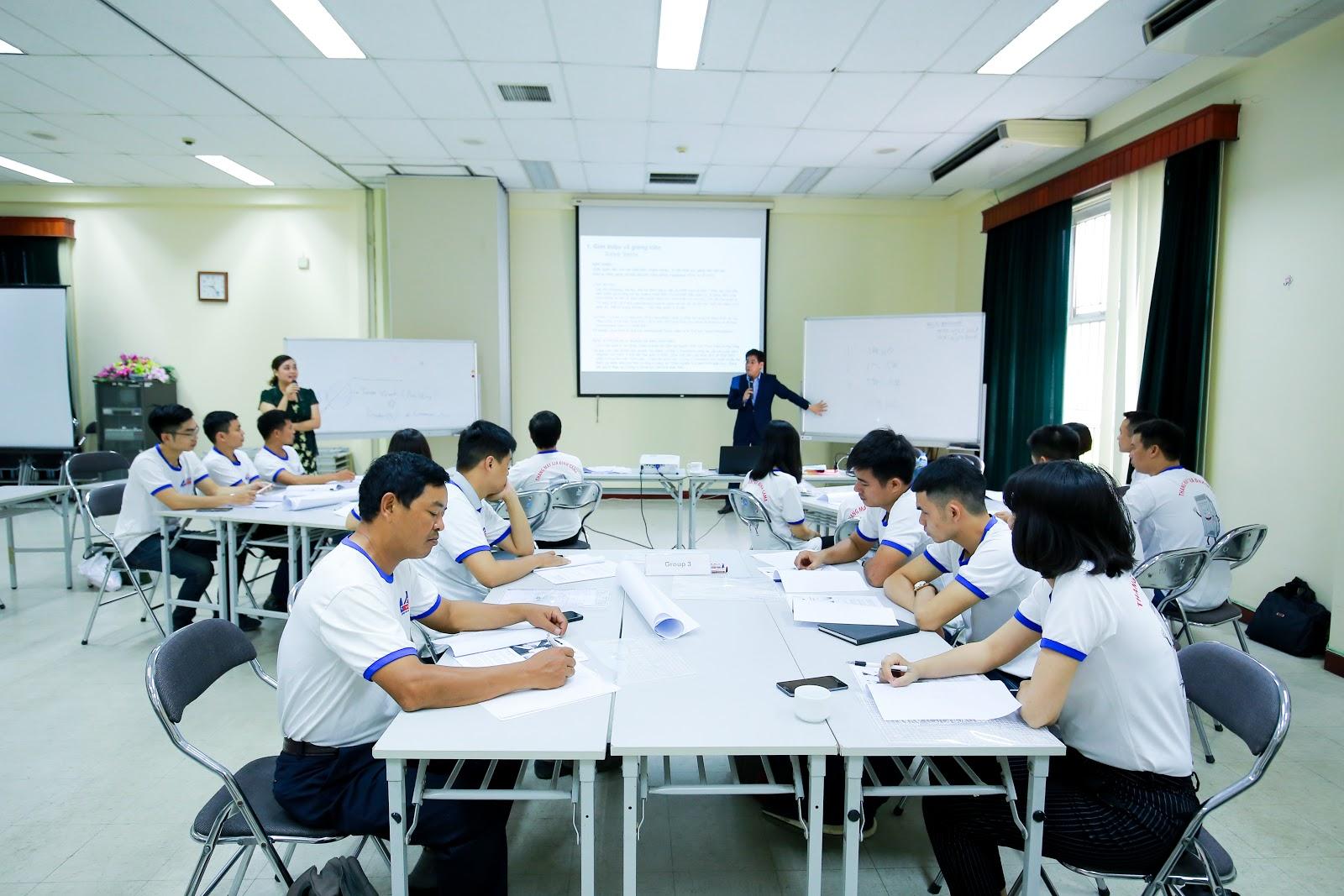 Các thành viên thang máy gia đình Gama được tuyển chọn, đào tạo bởi các chuyên gia hàng đầu từ Nhật Bản về phong cách phục vụ