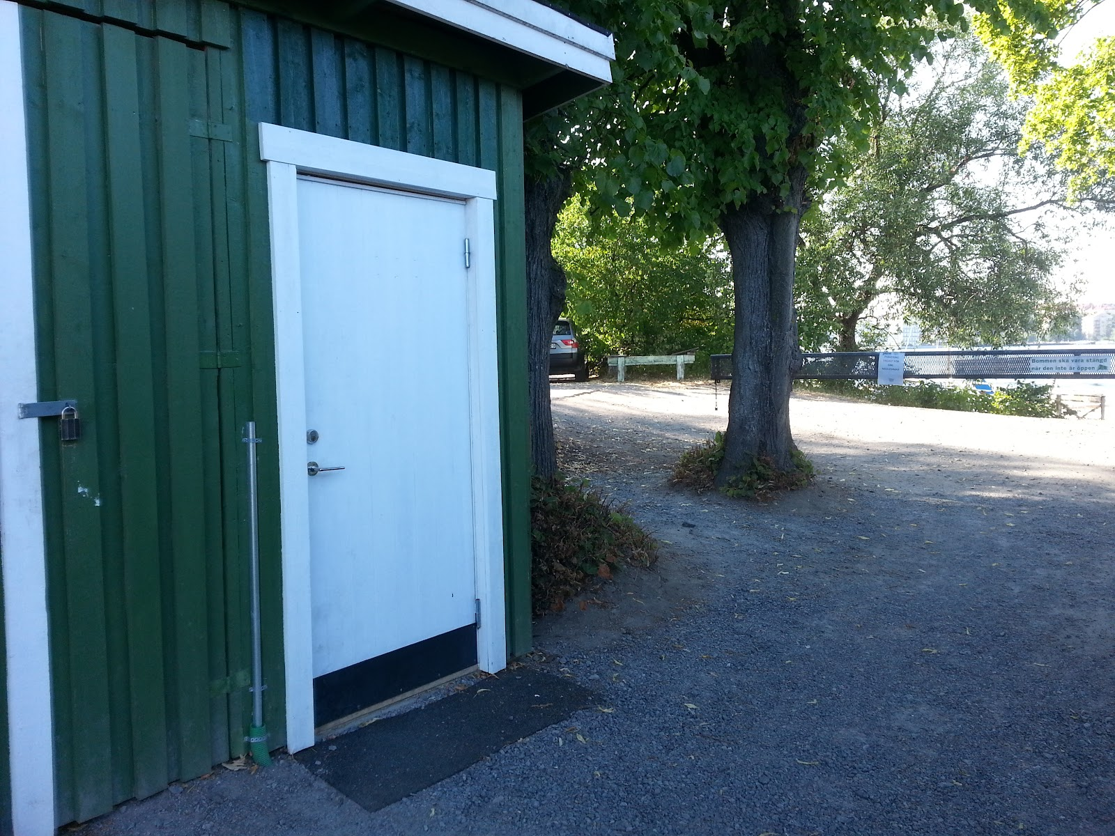 Image shows the door of the accessible bathroom. The accessible bathroom is located right next to the entrance of the harbour-area.
