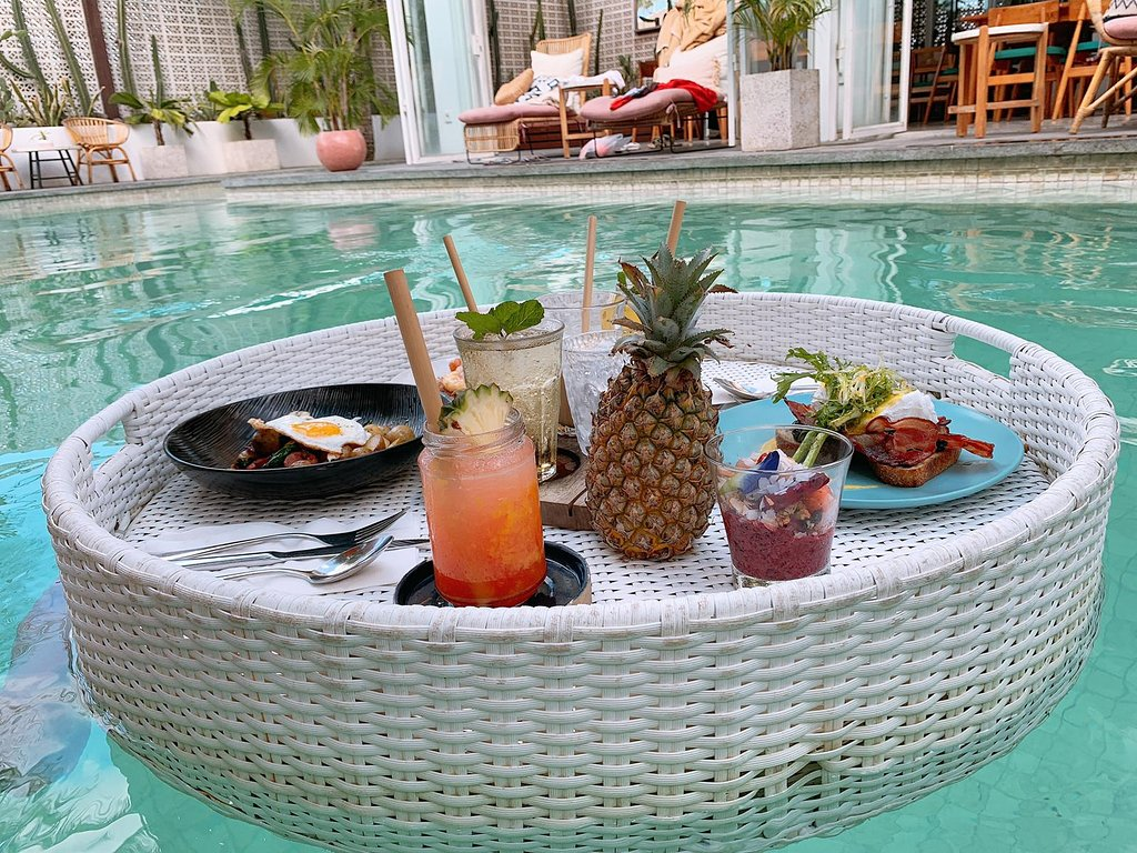 cabina bali floating brunch with Live Music