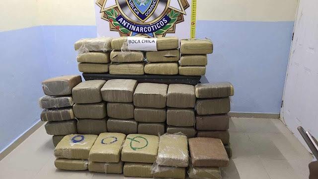 POLICÍA Y MINISTERIO PÚBLICO SE INCAUTAN DECENAS DE PACAS REPLETAS DE DROGA