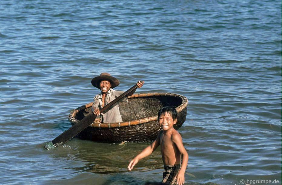 Quy Nhơn - Trẻ em có thuyền buồm