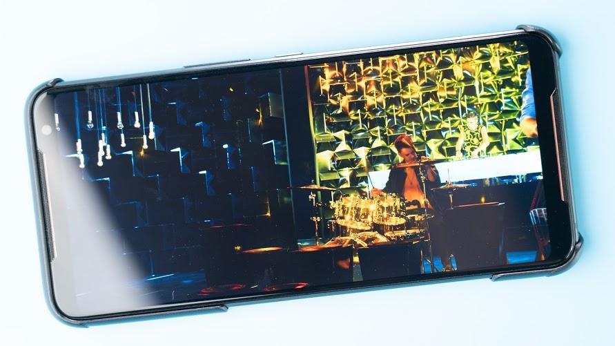 ASUS ROG Phone 2 電競手機!教你如何達到最佳遊戲體驗|PS4 手把配對、120Hz 更新率、高通S855+、遊戲手機推薦、Kunai 遊戲手把、側邊充電 - 31