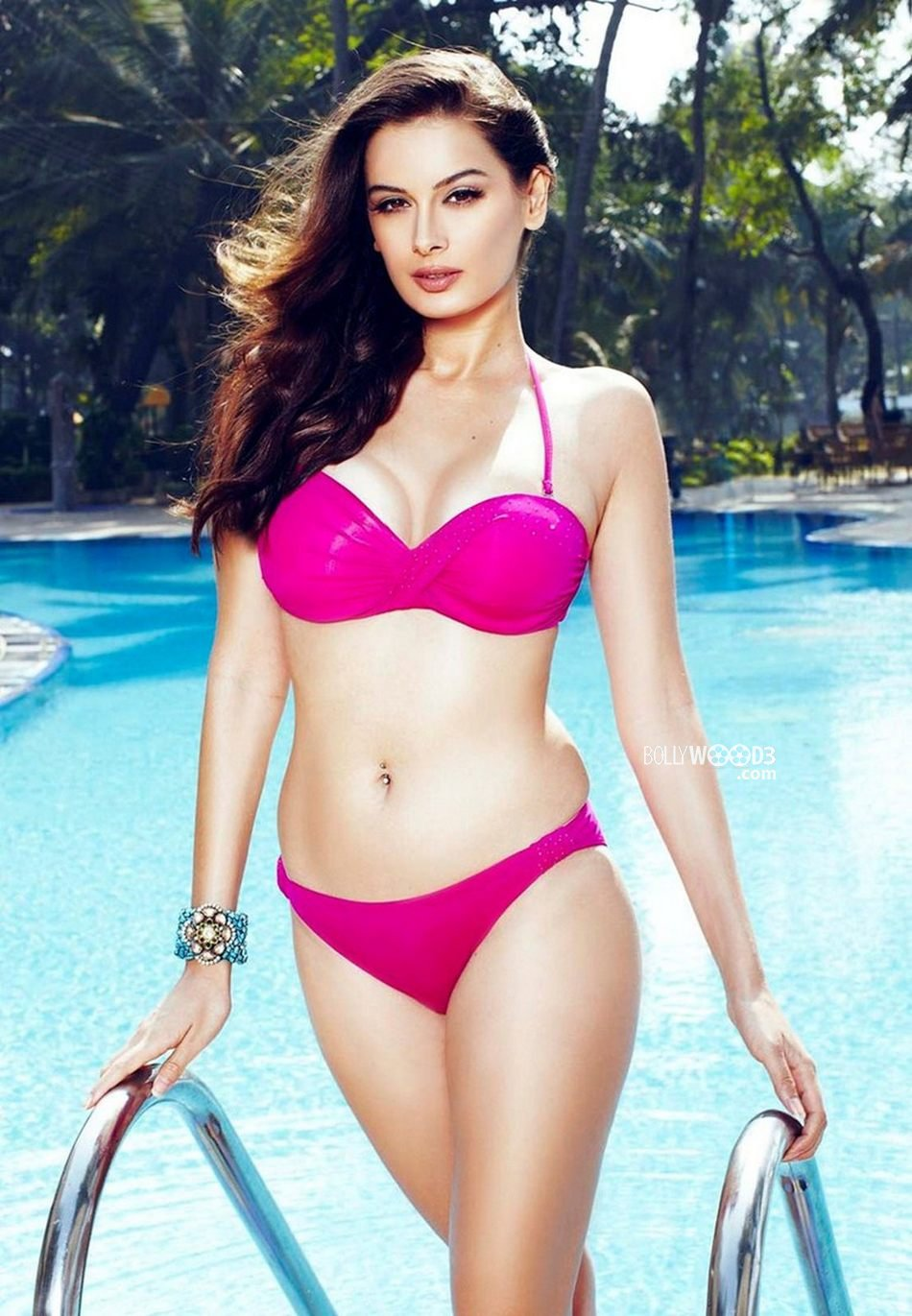http://www.bollywood3.com/Slideshows/Hot_Photos/E/Evelyn_Sharma_Bikini_Photoshoot/images/Evelyn_Sharma_in_Bikini%20(1).jpg