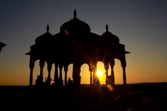 2) Watch the sunset at Bada Bagh.jpg