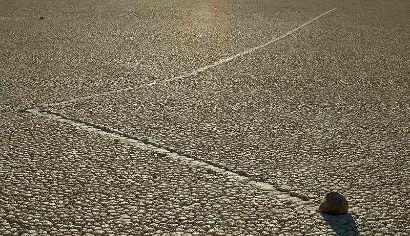 الصخور المتحركة Racetrack Playa