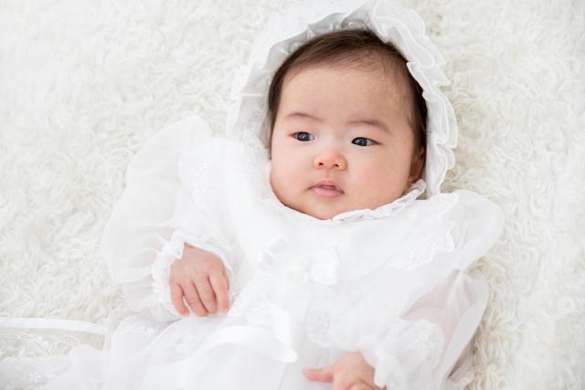 おくるみに包まれて御姫様の様な赤ちゃん