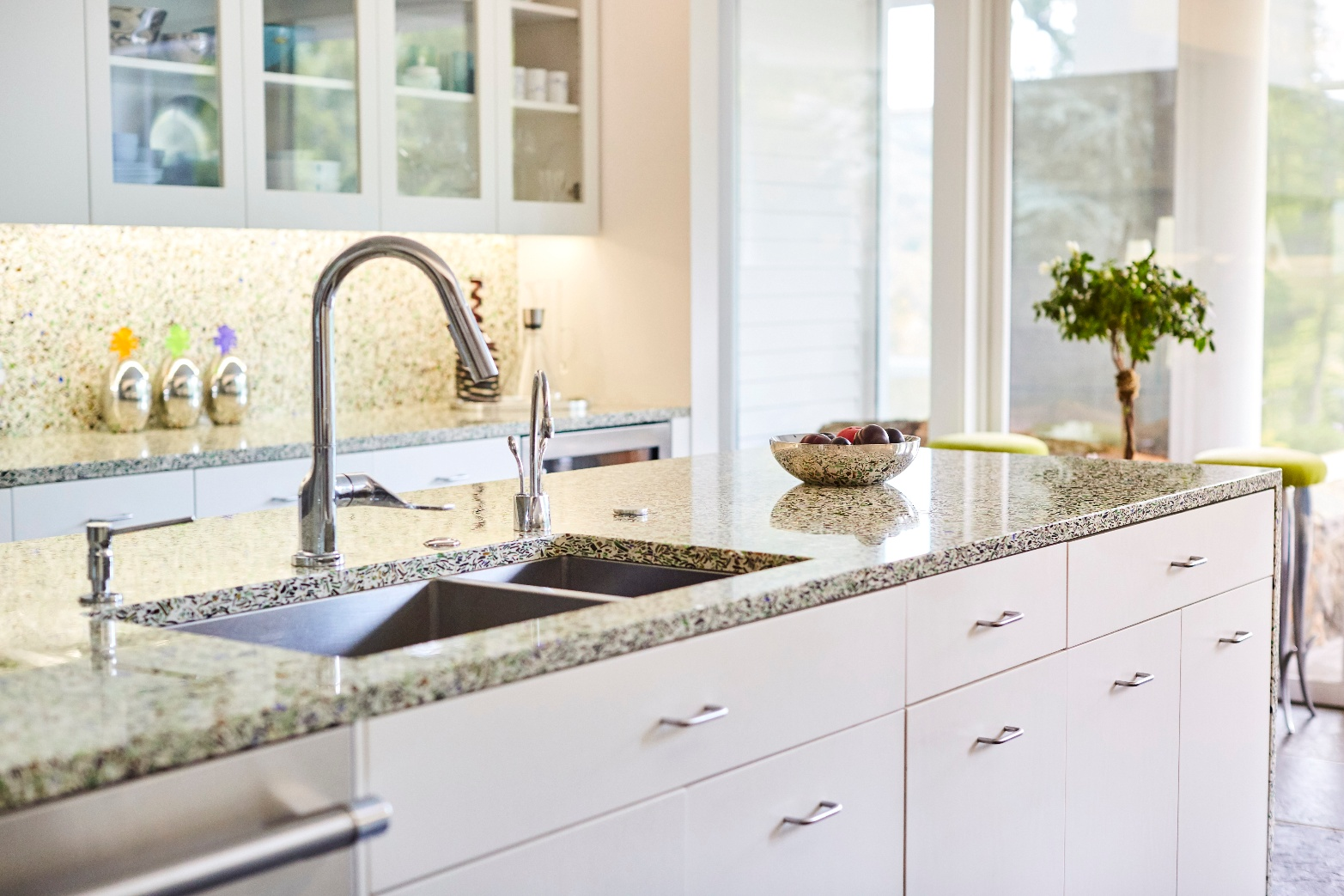 retro-modern-kitchen-design-recycled-glass-countertops